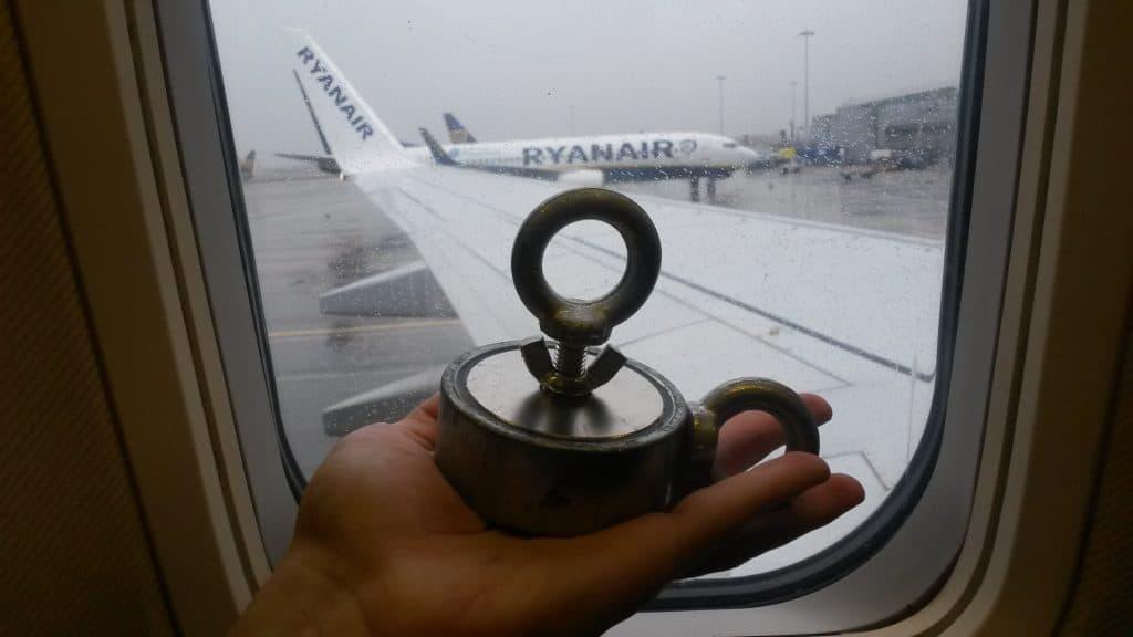 magnet v lietadle ryanair