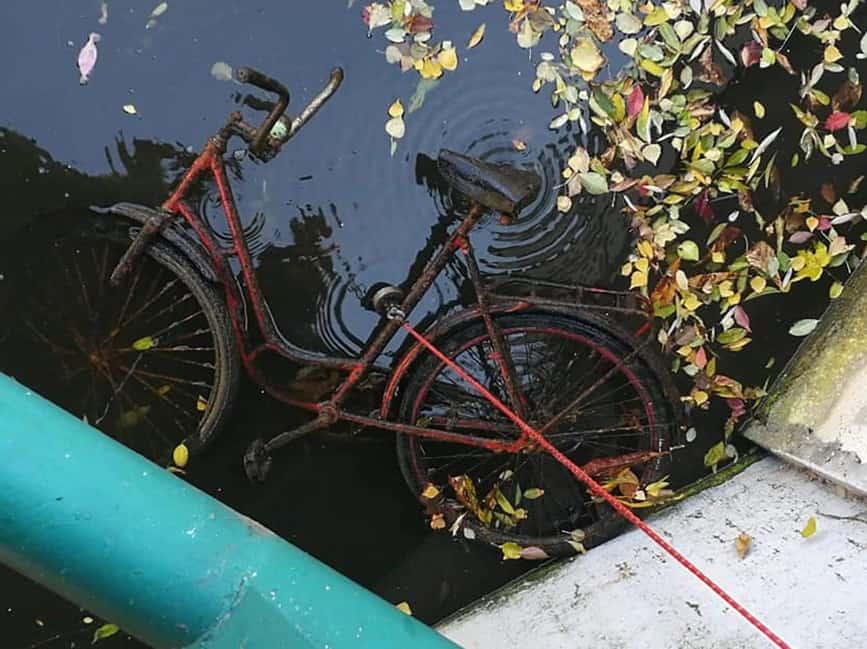Český úlovok bicykla v nádrži