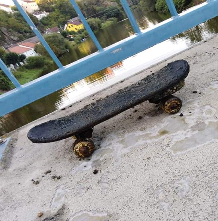 Skateboard z rieky Lužnice