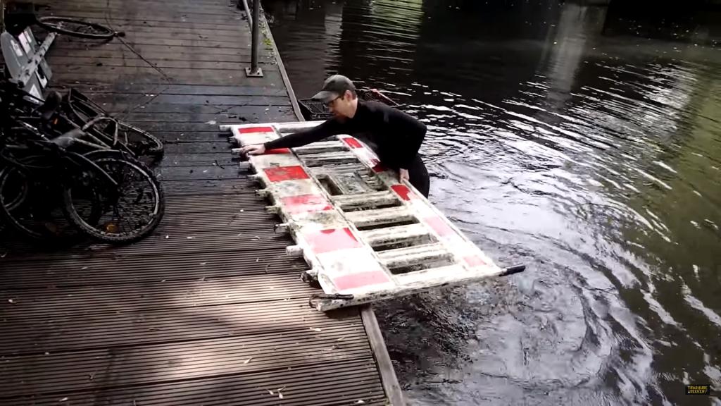 magnet-fishing dopravná značka