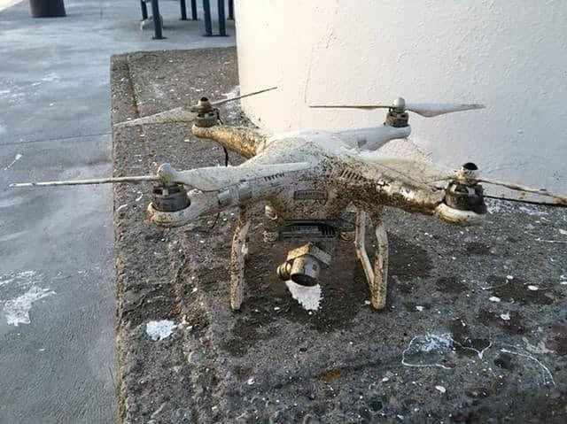 Dron, ktorý niekomu spadol do mestského vodného toku