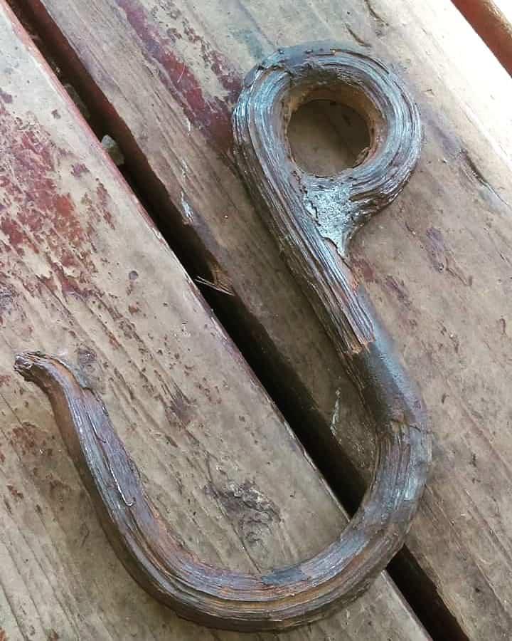 stary hak vytiahnuty z vody