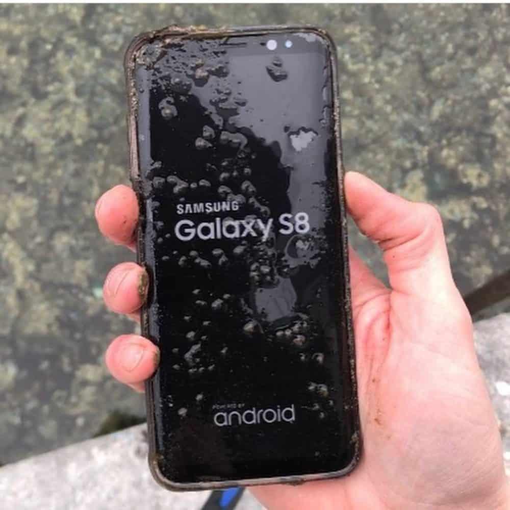 Samsung Galaxy S8 vytiahnutý z vody