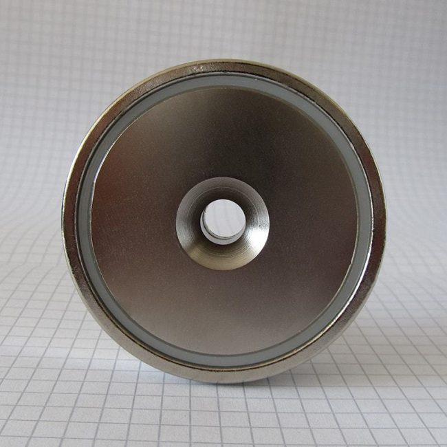 Magnetický úchyt