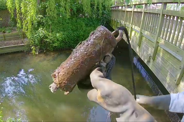 Granát nalepený na fishing magnete