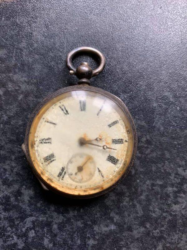 starožitné mechanické hodinky