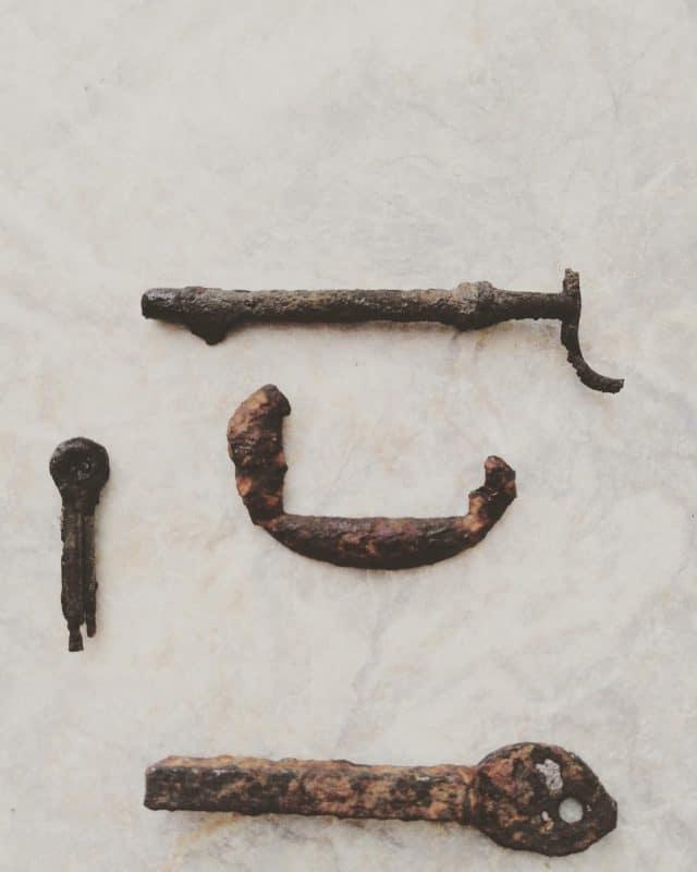 kľúče a rúčka z hrnca