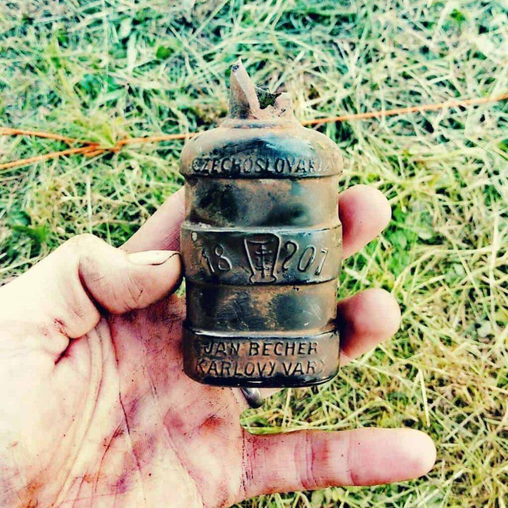 Keramická fľaštička československej Becherovky