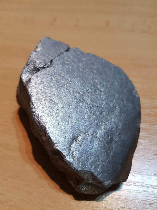 Podozrivý čierny kameň
