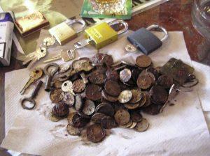 Kladky, kľúče, mince