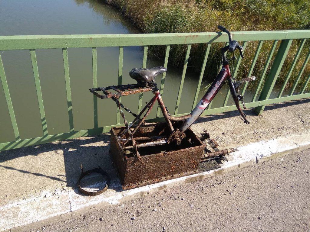 Bicykel vylovený spod mosta