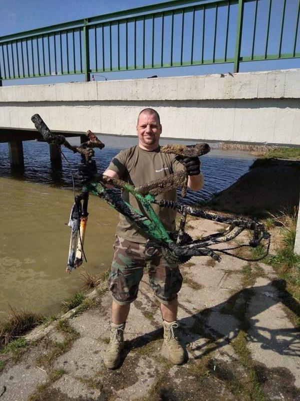 Torzo bicykla ulovené pod mestským mostom