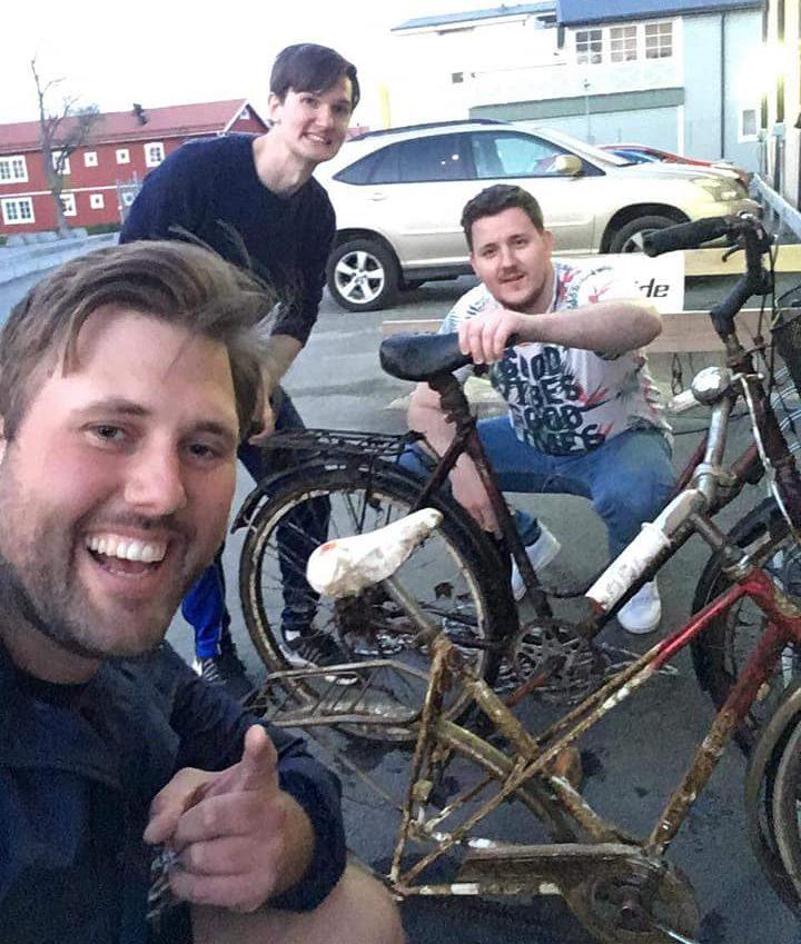 Partia hľadačov s úlovkami bicyklov