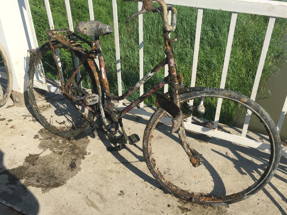 Bicykel nájdený s fishing magnetom pod mostom