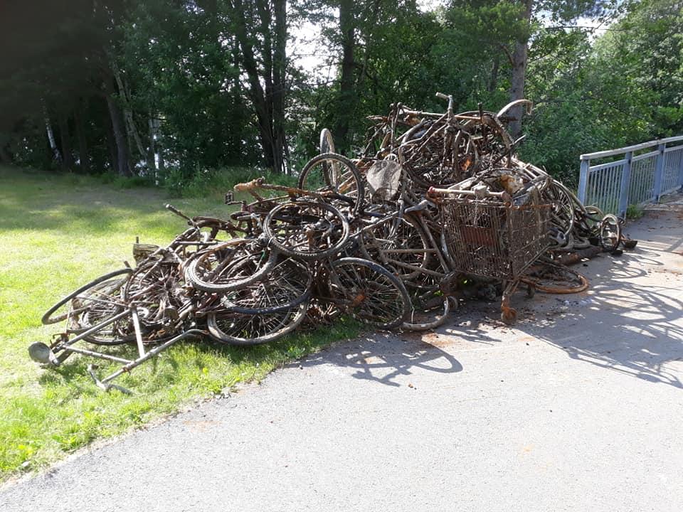 Šialené množstvo bicyklov na kope objavených v nórskych vodách