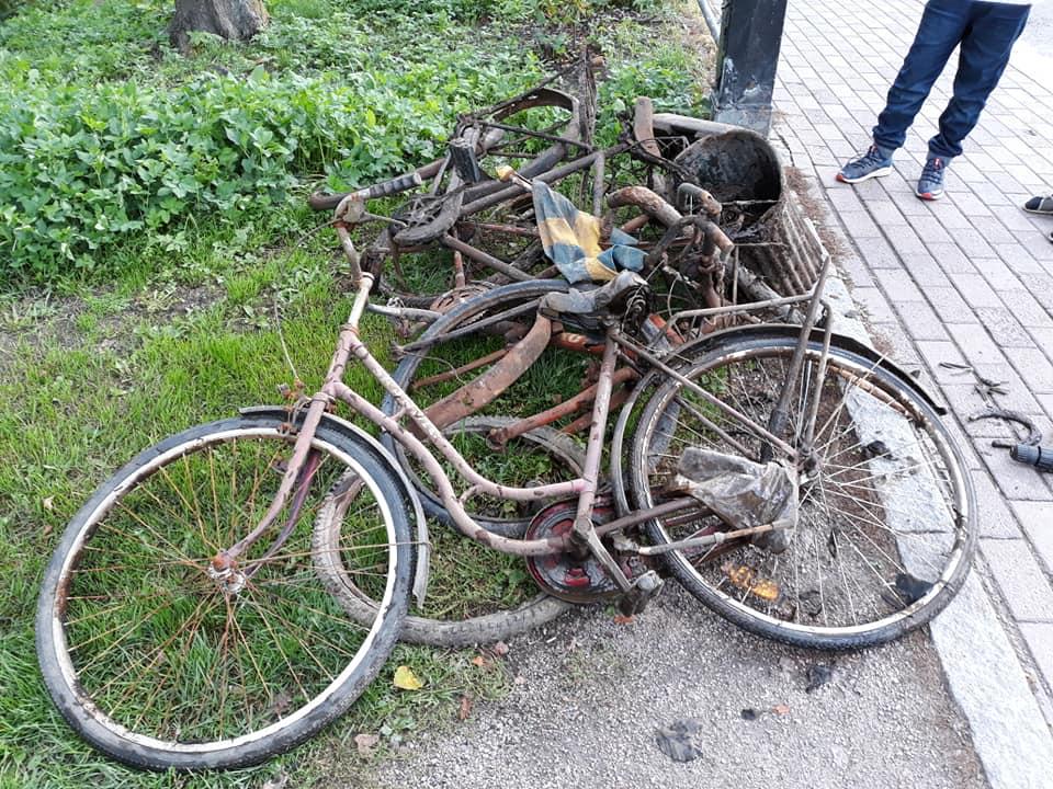 Bicykle vytiahnuté z vody magnetmi