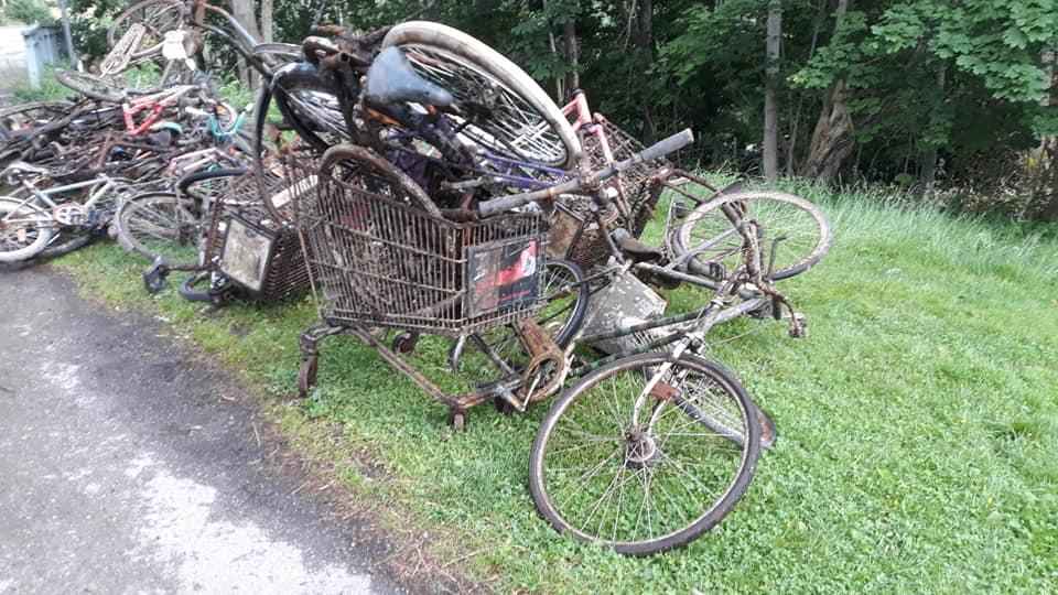 Nálezy niekoľkých bicyklov na magnet fishingu