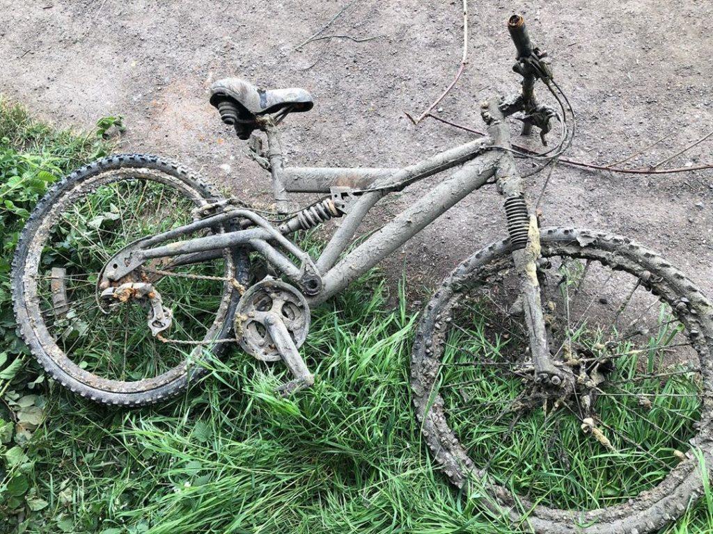 Bicykel vytiahnutý spod vody extra silným magnetom
