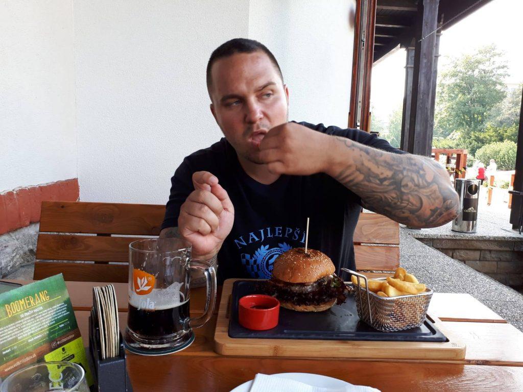 Roman v reštaurácii