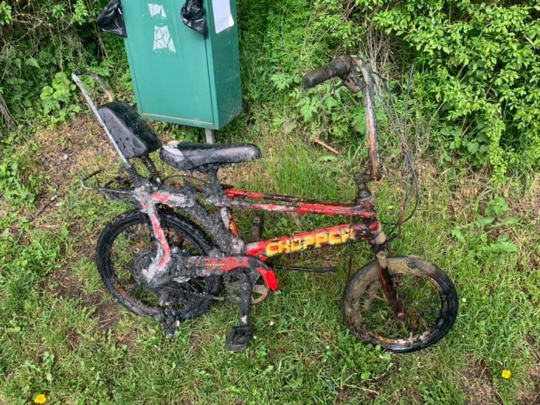 zničený detský bicykel objavený pomocou magnetu