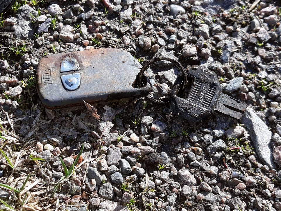 Špivaný, rozbitý a hrdzou zanesený kľúč od auta
