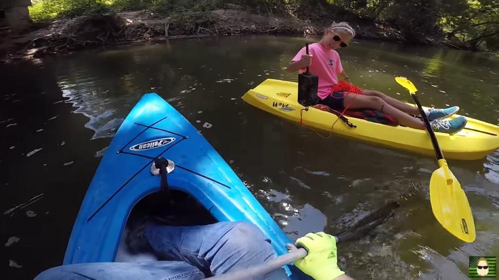 Rodinné hľadanie pokladov na člnoch