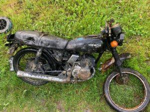 Hrdzavý pozostatok motorky