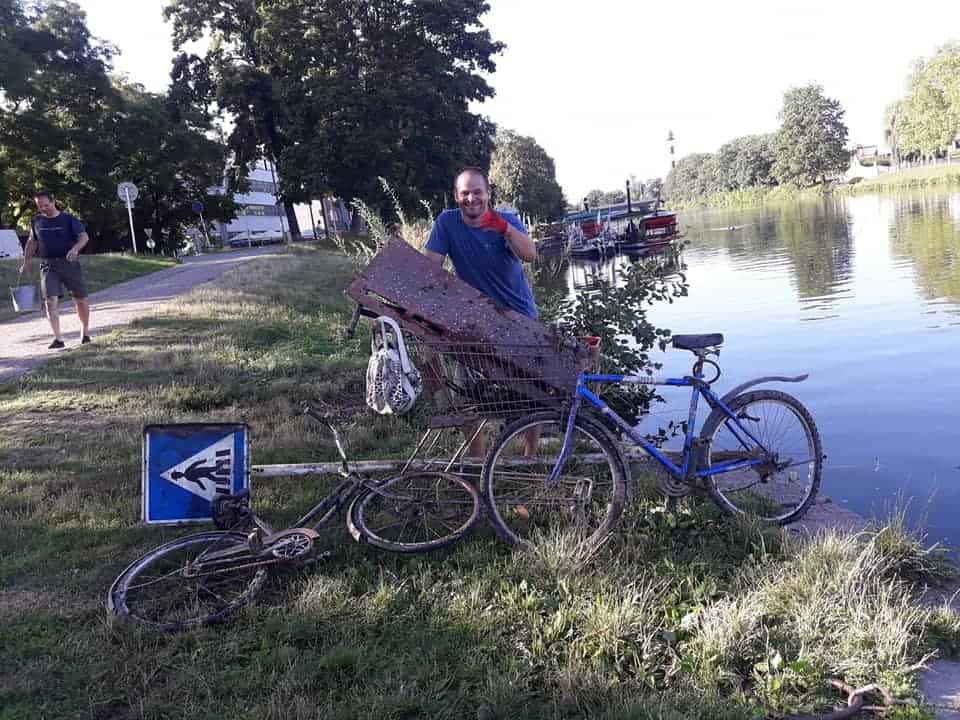 Hromada nálezov s magnetom: bicykel, značka, nákupný košík...