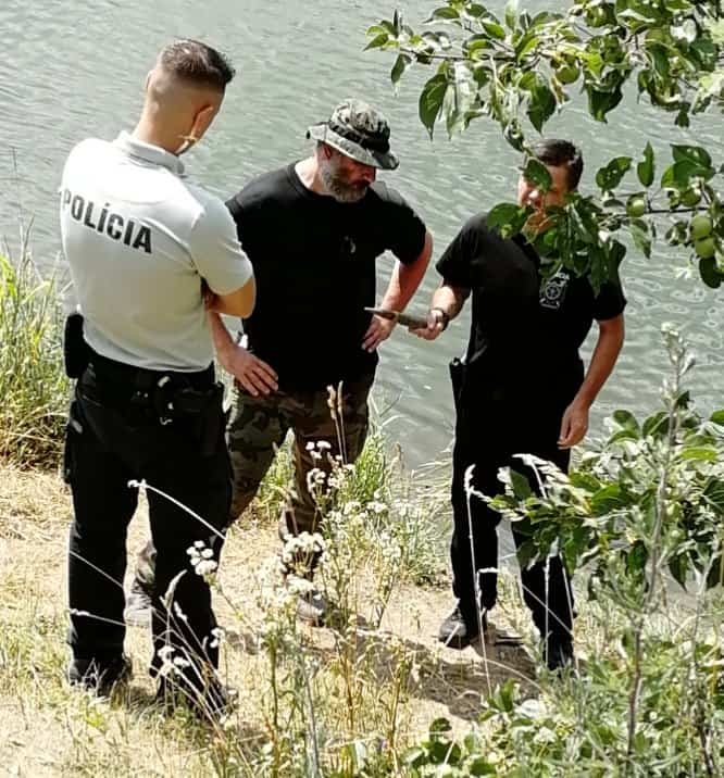 Polícia a pyrotechnici skúmajú nález náboja do protilietadlového dela
