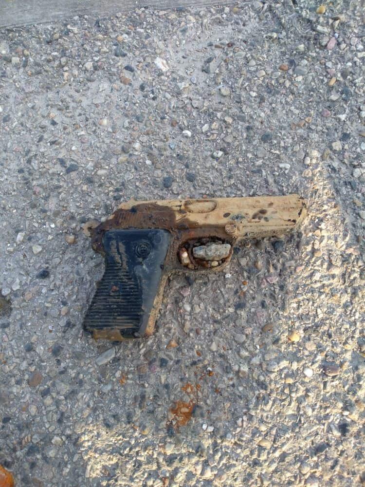 Nález pištole s magnetom
