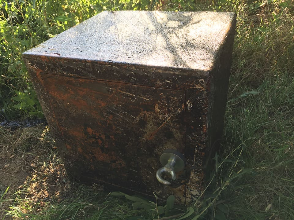 Mohutný trezor, ktorý objavil hľadač pokladov z Plzne