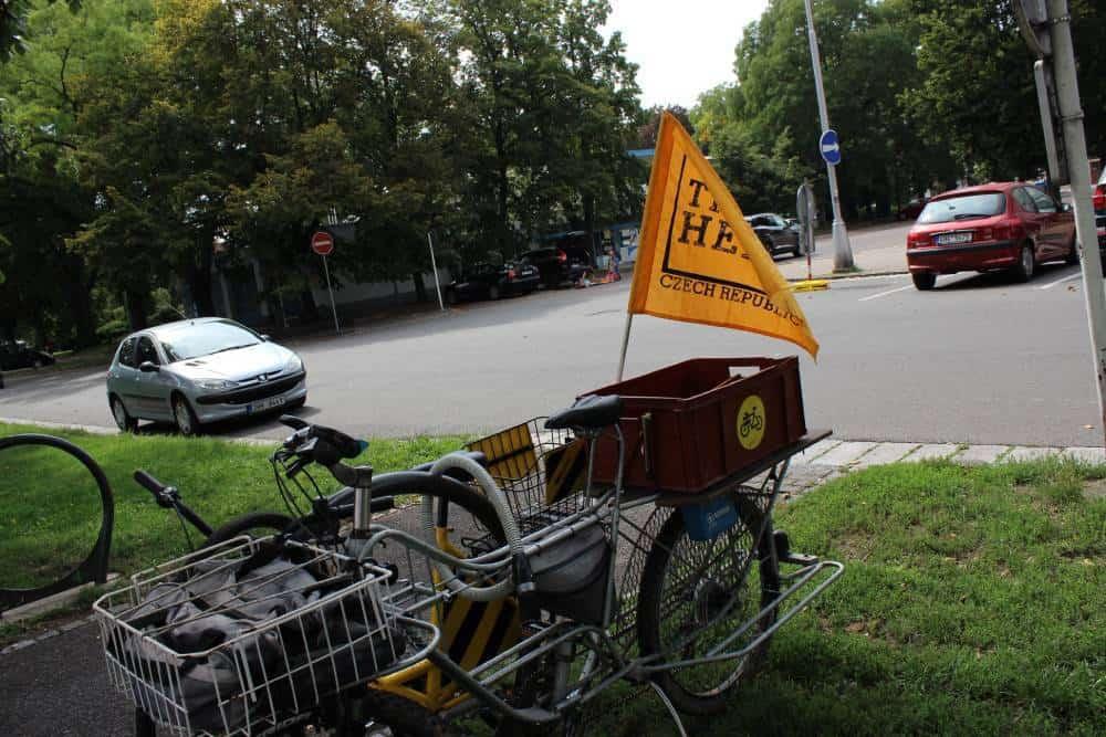 Nákladný bicykel, na ktorom odvážajú železné šrot