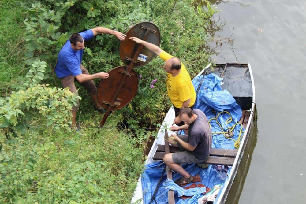 Loď pri brehu rieky Labe